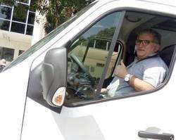 Prefeito recebe van para transporte de pacientes