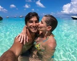 Hugo Moura e Deborah Secco se divertem nas Maldivas