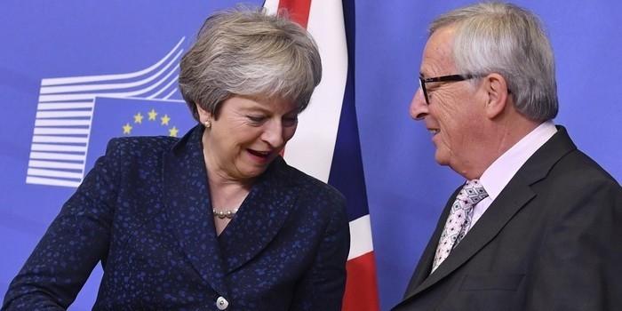 Líderes da União Europeia aprovam acordo sobre Brexit em Bruxelas