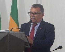 Vereador Manoel Cecílio pede retirada de gambiarras na zona rural
