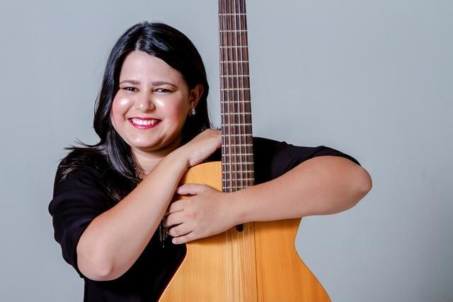 A cantora picoense Juliana Guedes será uma das atrações do salão