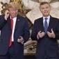 Donald Trump se irrita com tradução simultânea e joga fone no chão