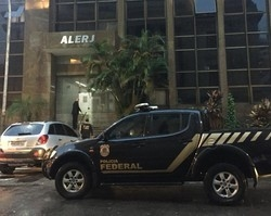 PF prende deputados da Alerj suspeitos de compra de apoio