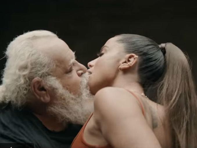 Anitta beija 24 pessoas em novo clipe e causa frisson; assista!