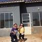 Menor casal do mundo bomba na internet com casa adaptada