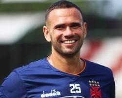Corinthians busca contratação de Leandro Castán
