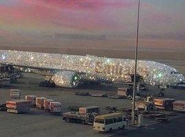 Avião 'coberto de diamantes' da Emirates leva internet à loucura