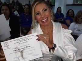 Angela Bismarchi festeja diploma para ser pastora:'Eu era pecadora'