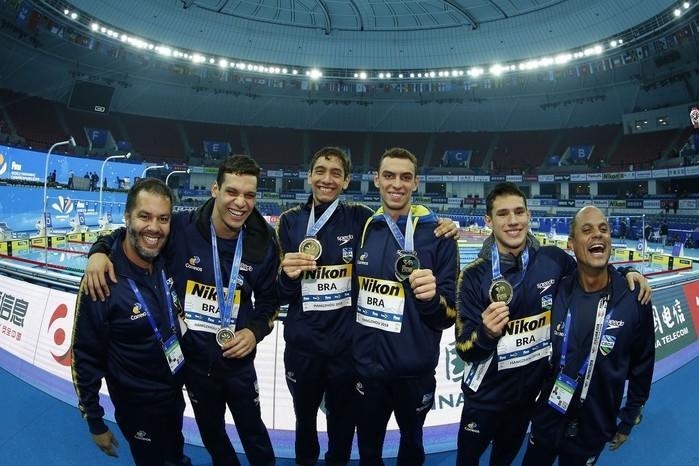 Brasil conquita a medalha de ouro nos 4x200m em mundial na china (Crédito: CBDA)