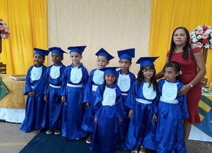Belas e organizadas festas de formaturas movimentam escolas