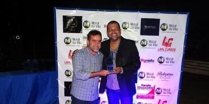 Zé Raimundo ganha prêmio de melhor prefeito da região de Oeiras