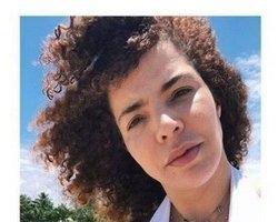 Vanessa da Mata ousa com decote em foto sem maquiagem