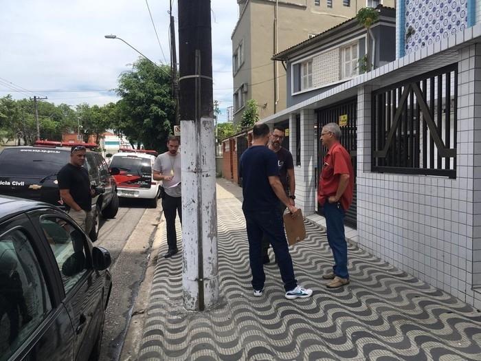 Perícia esteve no local para apurar mais informações sobre o crime (Crédito: Solange Freitas/G1 )