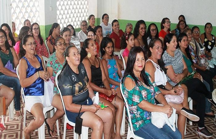 Alunos das academias da saúde participam de confraternização