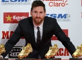 Lionel Messi recebe troféu Chuteira de Ouro pela quinta vez