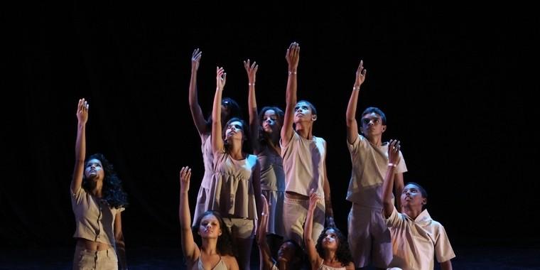 Roberto Freitas lança livro sobre o Cordão de Dança