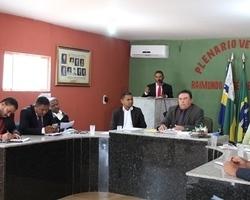 São João da Varjota: clima quente na sessão da câmara