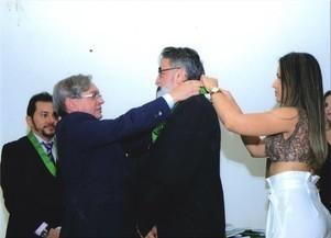 Dr. José Itamar recebe certificado de honra ao mérito