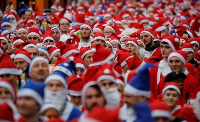 Liverpool faz corrida de Papais Noéis (Crédito  Phil Noble Reuters ) bd6a9b871aaef