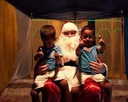 Papai Noel já chegou em Monsenhor Gil e entrega presentes