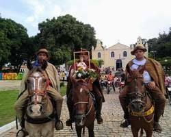 Padre Walfran Rios e comunidade abrem oficialmente os festejos