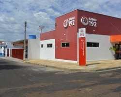 Zé Raimundo entrega sede do SAMU, ambulância e vans em Oeiras