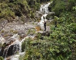 Sobe para quatro o número de mortos em cachoeira durante rapel