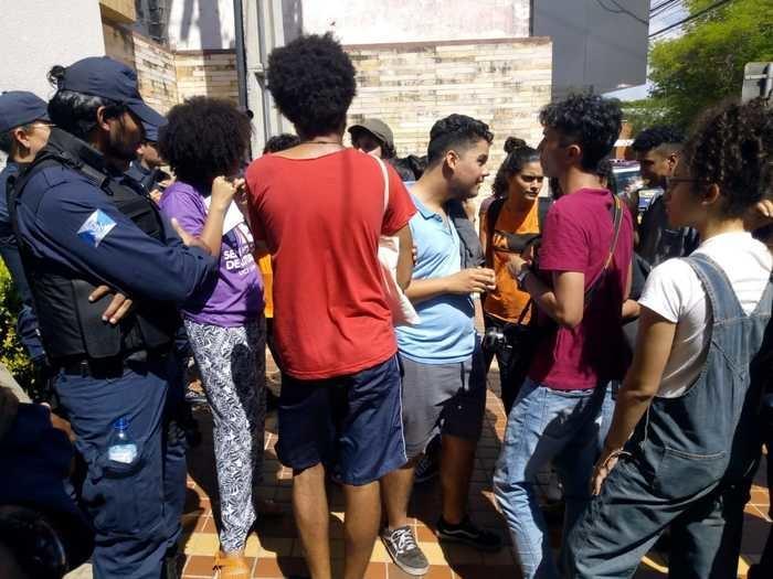 Estudantes protestam no prédio da STRANS (Crédito: Efrém Ribeiro)