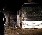 Bomba atinge ônibus e mata 2 turistas perto de pirâmides no Egito