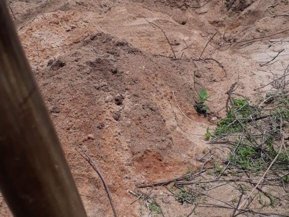 Família suspeita que mulher morta pelo marido foi enterrada viva