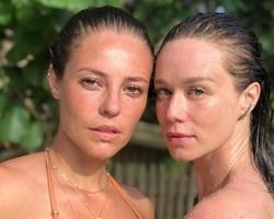 Na Bahia, Paolla Oliveira e Mariana Ximenes posam de cara lavada