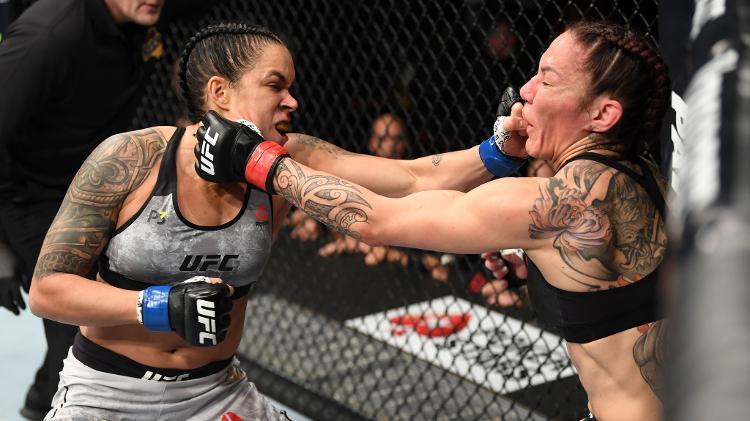 Amanda nocauteia Cyborg e faz história ao conquistar 2 cinturões