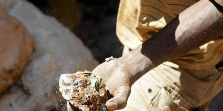 """Lítio, """"o petróleo do futuro"""", começa a ser explorado no Brasil"""