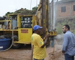 Zé Raimundo anuncia construção de praça e duas UBSs em Oeiras