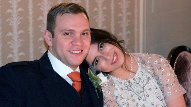 Matthew Hedges, ao lado da esposa Daniela Tejada (Crédito: Reprodução)