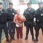 Após ser feita refém, idosa recebe visita de PMs em casa no RJ