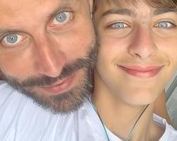"""Semelhança de Henri Castelli e filho impressiona fãs: """"É um clone?"""""""