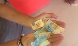 Estudante recebe notas 'picadas' ao sacar R$ 150 em banco
