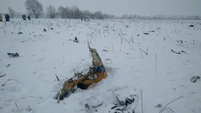 Pedaço do avião da Saratov que caiu perto de Moscou, Rússia  (Crédito: Reuters)