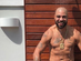 Adriano Imperador posa sem camisa e torcedores elogiam boa forma
