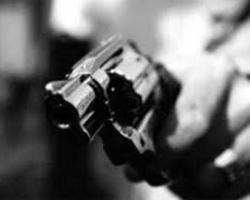 Homens armados rendem empresário e família em assalto à mão armada