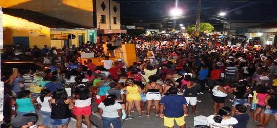 Bloco Os Gatões leva 5 mil pessoas para Avenida Filinto Rego