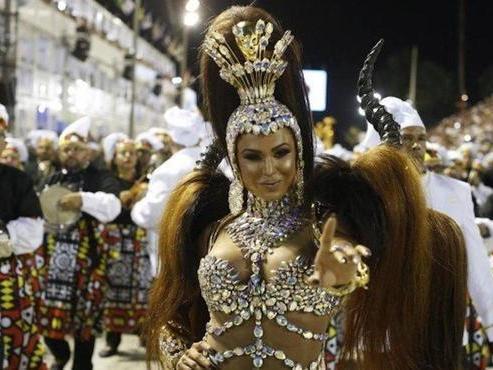 Gracyanne Barbosa faz jejum de sexo para desfilar no carnaval 2018