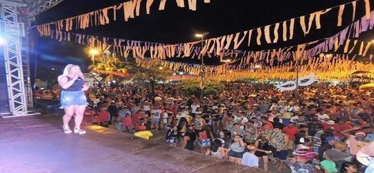 Banda Bandida abre a 3ª noite de carnaval na praça Milton Brandão