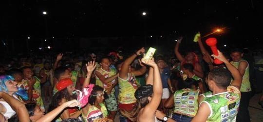Foliões participam de corso em Santo Inácio