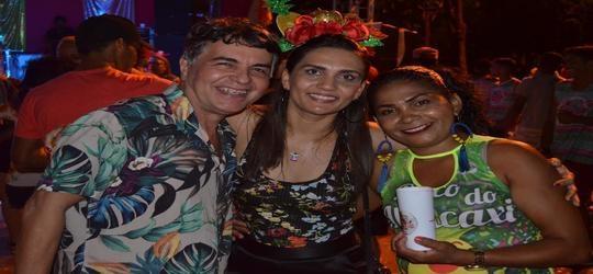 Segunda noite de Carnaval é sucesso de gente feliz