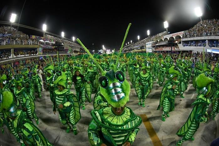 No desfile da Beija-Flor, figura do inseto simboliza sentimento de esperança do povo brasileiro (Crédito: G1)