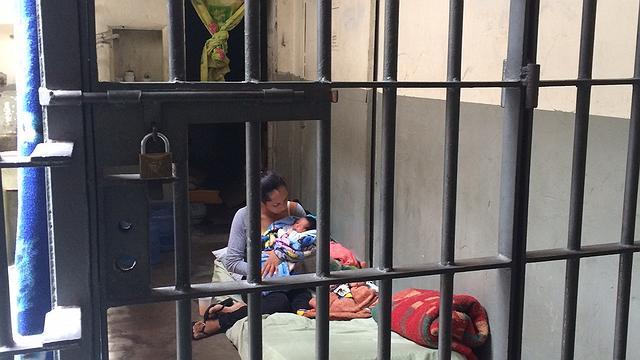 Bebê de 3 dias está preso em cela de 2 metros com a mãe em São Paulo
