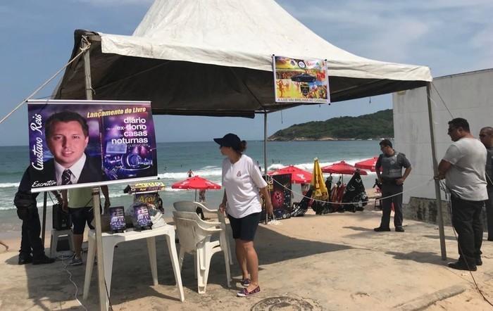 Evento realizado por pastor na Praia de Pernambuco foi interrompido pela prefeitura (Crédito: G1 Santos)