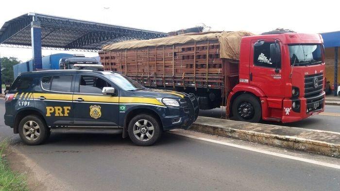 O caminhão estava com um excesso de 20 toneladas (Crédito: Reprodução )